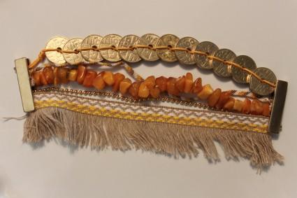 Manchette dorée (véritables ambres anciennes)