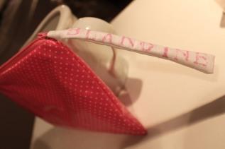 Pochette cadeau de naissance en toile cirée nettoyable